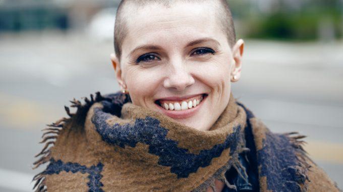 Touca Inglesa: Tecnologia Que Reduz Queda De Cabelo Durante Quimioterapia Chega Ao SUS No Rio