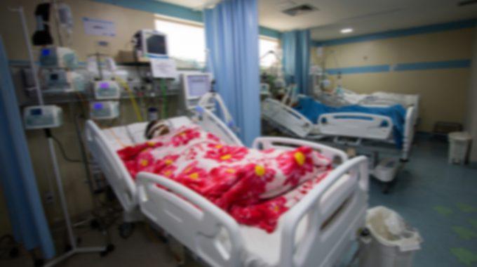 Imagem De Uma Paciente Acamada Em Um Hospital