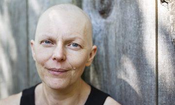 Imagem De Uma Mulher Com Câncer Sorrindo