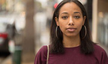 Imagem De Uma Mulher Negra Com O Cabelo Alisado