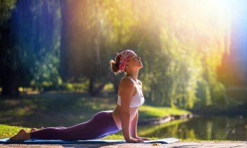 Imagem De Uma Mulher Fazendo Alongamento Físico