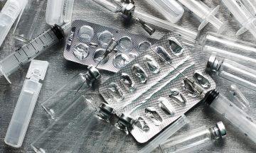 Imagem De Seringas E Cartelas De Medicamentos Orais Vazias