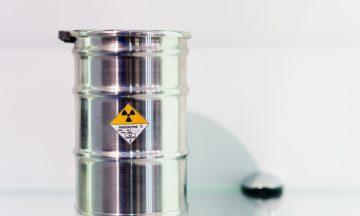 Imagem De Barril Com Uma Substância Radioativa Em Representação A Produção De Remédios Ao Tratamento Do Câncer
